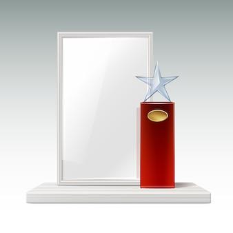 Troféu estrela de vidro de vetor com grande base vermelha, quadro indicador dourado e moldura em branco para vista frontal do copyspace isolado no fundo branco