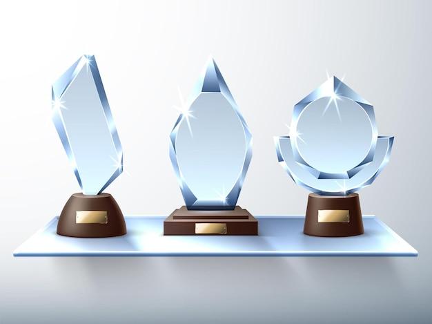 Troféus de vidro. prêmios de cristal de design moderno, prateleira de parede de vidro, estatuetas de diamantes realistas, símbolos de prêmio de vitória. conceito de vetor
