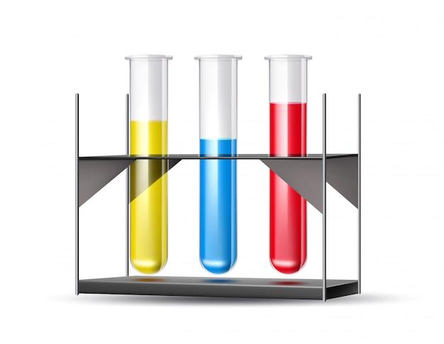 Tubos de laboratório químico azul, vermelho e amarelo líquido