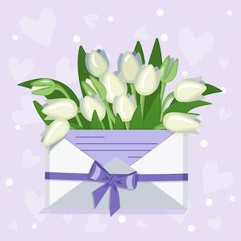 Tulipas da decoração festiva do dia dos namorados em um envelope artesanal com uma nota de amor e pingentes de corações.