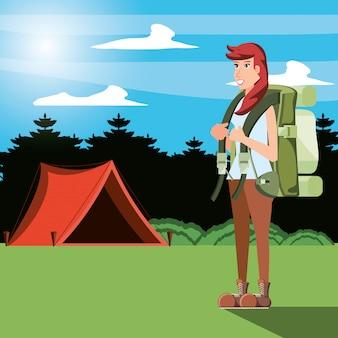 Turista de mulher na zona de camping