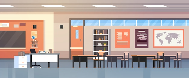 Turma escolar moderna vazia interior da sala de aula com placa e mesas de giz