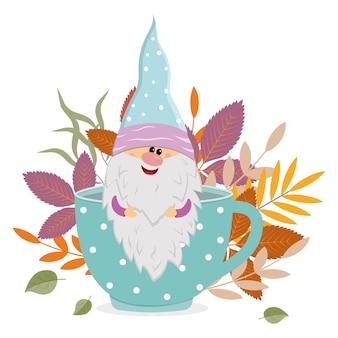 Um anão alegre senta-se em uma caneca com uma bebida quente no fundo das folhas de outono, ilustração vetorial isolada.