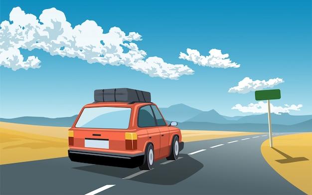 Um carro com bagagem viajando na estrada
