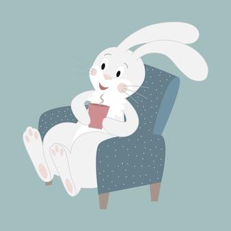 Um coelho branco bonito senta-se em uma cadeira e bebe chocolate quente. ilustração do personagem dos desenhos animados.
