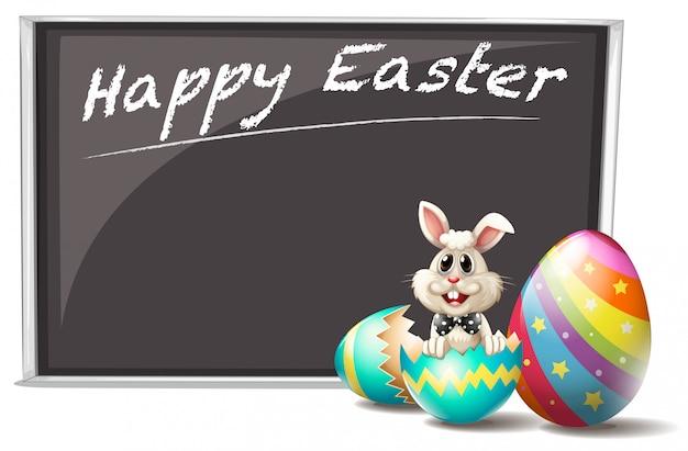 Um coelho e o ovo de páscoa rachado