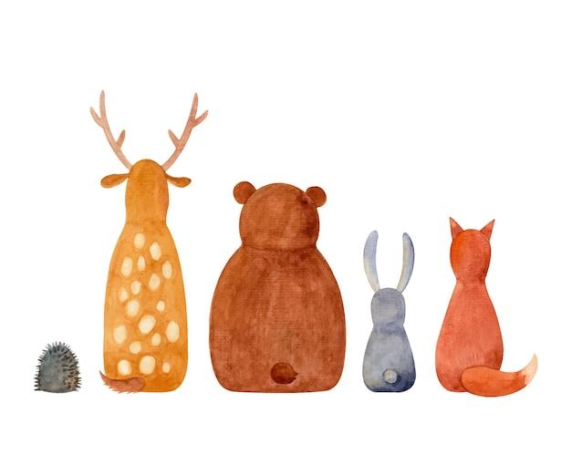 Um conjunto de animais da floresta pintados em aquarela uma raposa, um cervo harea e um urso sentado de costas