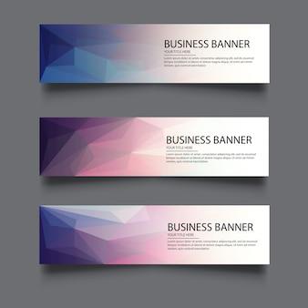 Um conjunto de banners de vetor com fundo poligonal