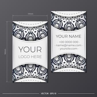 Um conjunto de cartões de visita em branco com ornamentos vintage pretos. design de cartão de visita pronto para imprimir com padrões gregos.