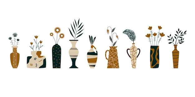 Um conjunto de diferentes vasos com plantas