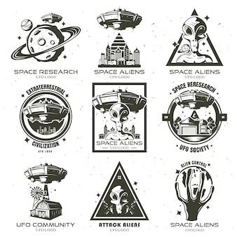 Um conjunto de emblemas ovni e alienígenas. ilustração