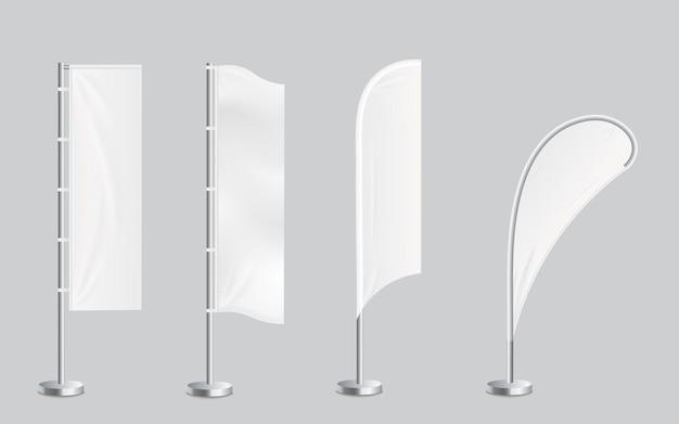 Um conjunto de quatro modelos de banners promocionais em branco para bandeiras de penas