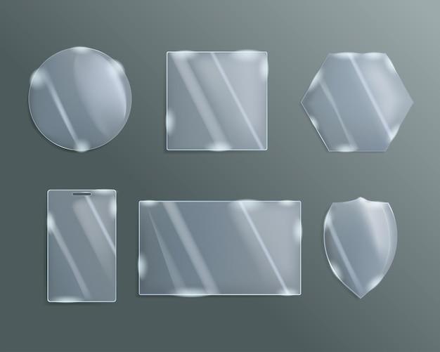 Um conjunto de vidros estampados de diferentes formas.