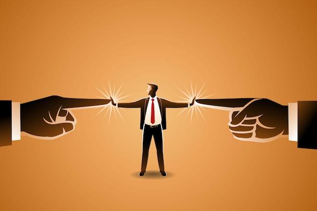 Um empresário resistindo à pressão de duas mãos gigantes apontando