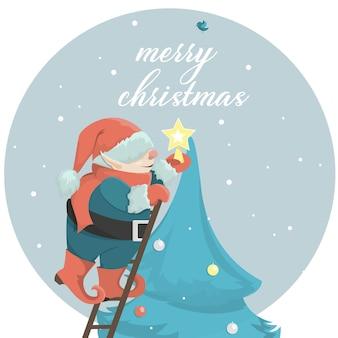 Um gnomo de natal decora uma árvore de natal festiva, define uma estrela. o conceito de um cartão de natal.