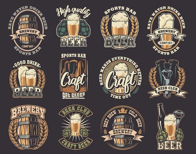 Um grande conjunto de ilustrações coloridas sobre o tema cerveja. todos os elementos de ilustrações e texto estão em grupos separados.