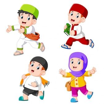 Um, grupo crianças, muçulmano, com, diferente, posar