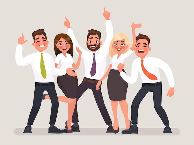Um grupo de trabalhadores de escritório felizes comemorando a vitória.