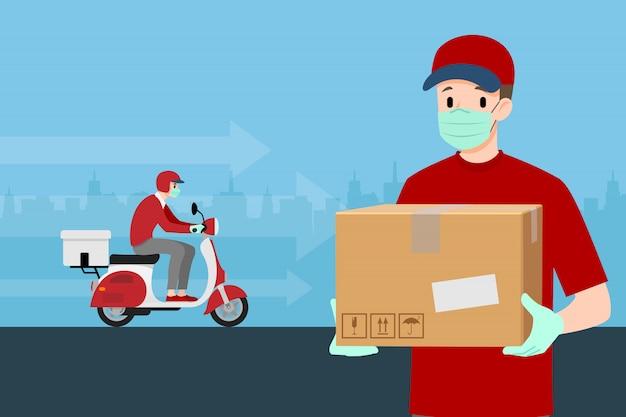 Um homem de entrega, entregando uma encomenda ao cliente de moto.