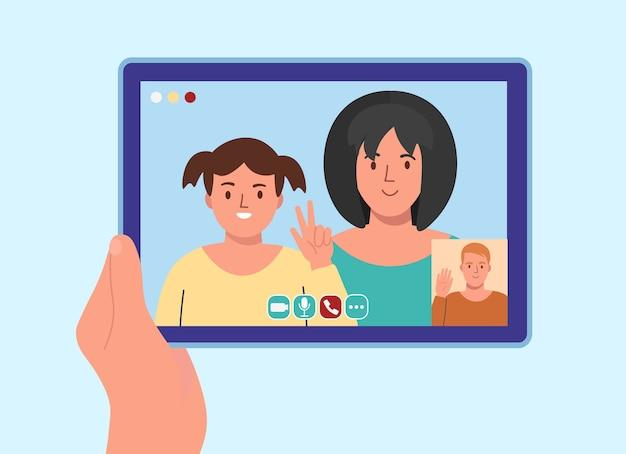 Um homem falando com pessoas online em casa