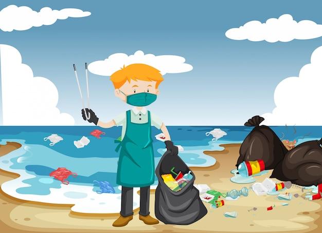 Um homem limpando a praia