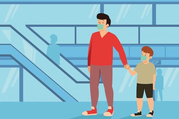 Um homem segurando a mão do filho enquanto caminhava no shopping