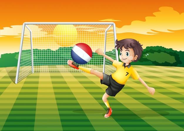 Um jogador de futebol feminino usando a bola da holanda