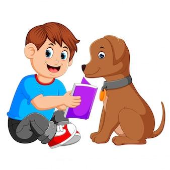 Um, leitura homem, livro, com, seu, cão