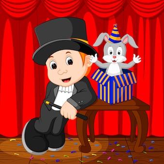 Um mágico realizando em um palco