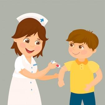Um médico faz uma vacinação para uma criança