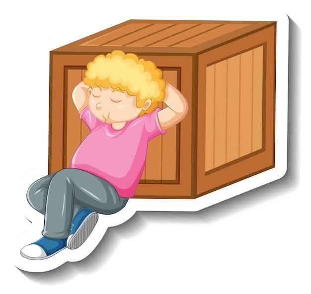 Um menino cochilando ao lado de uma caixa de madeira em fundo branco