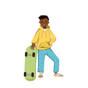 Um menino de pele escura em jeans com capuz e tênis sorri criança feliz com cabelo preto encaracolado afro-americano ...