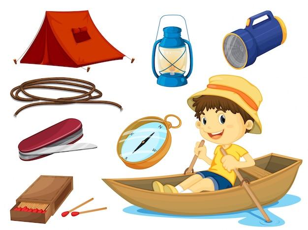 Um menino e vários objetos de acampamento