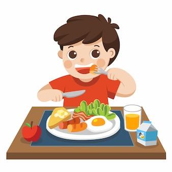 Um menino feliz em tomar café da manhã.