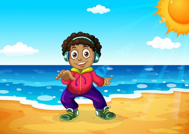 Um menino na praia