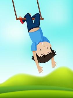Um menino no balanço