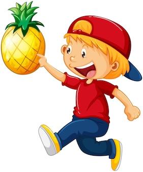Um menino segurando um personagem de desenho animado de abacaxi isolado no branco