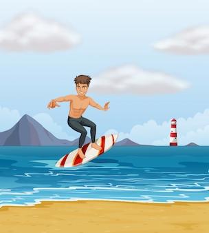 Um menino surfando na praia