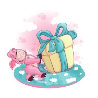 Um menino vestido como um porco puxa uma caixa enorme com um presente.