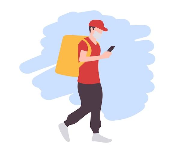 Um mensageiro mascarado, caminhando com uma bolsa e um telefone na mão, faz uma entrega durante o período de quarentena. ilustração em vetor plana isolada.