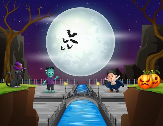 Um pequeno vampiro e frankenstein na noite de halloween