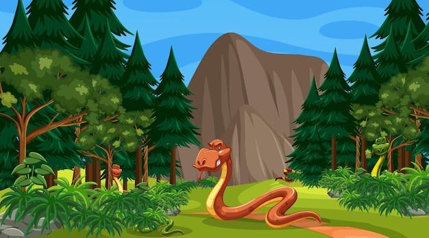 Um personagem de desenho animado de cobra em uma cena de floresta com muitas árvores