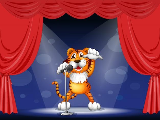 Um tigre no centro do palco