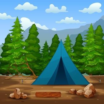 Uma barraca de acampamento azul no fundo da floresta