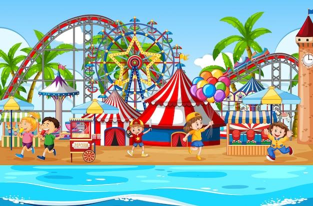 Uma cena de parque de diversões ao ar livre com crianças felizes