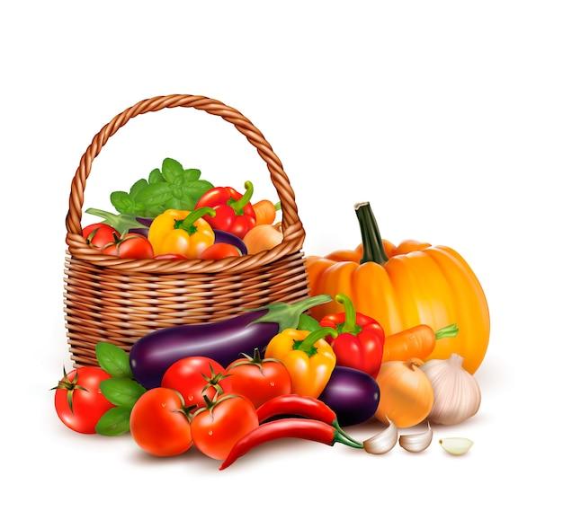 Uma cesta cheia de legumes frescos.