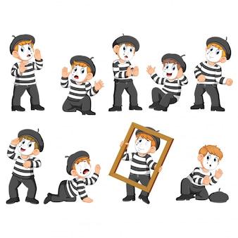 Uma coleção de menino de pantomima age