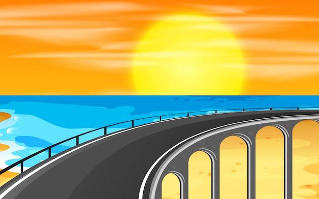 Uma estrada rodovia para a praia
