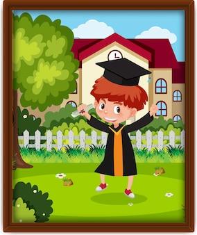 Uma foto do menino do berçário fantasiado de formatura