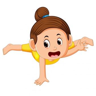Uma garota dançarina de rua se aquecendo intensamente antes do treino de rua